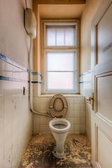 20151229-FD-flickr-0010.jpg (esbol) Tags: bathroom shower ceramics sink bad toilet toilette bathtub badewanne urinals pissoir keramik dusche waschbecken kloschssel kloset