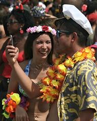 Bloco da Favorita (adelaidephotos) Tags: morning carnival brazil people woman man rio brasil riodejaneiro costume pessoas couple mulher copacabana fantasia carnaval casal manh streetparty bloco 2016 homen multido mariaadelaidesilva blocodafavorita