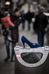 Aschenputtel gesucht (Mike Macke) Tags: canon pumps kln grlitz zebra 5d 28 cinderella blau meyer 135mm damenschuh