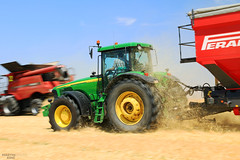 Hurry up John! (martin_king.photo) Tags: red tractor motion colour green up yellow speed john photo grain fast trailer hurry transfer panning hurryup deere johndeere 38 dealer 8520 caseih perard interbenne agricoletechsro agricoletech perardczechdealer