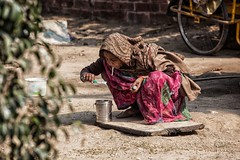 09 (ximena echague) Tags: poverty woman india trash delhi beggar oldpeople environement