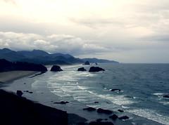 Pacific Northwest2015-26 (Felson.) Tags: ocean trip travel sky usa holiday beach water clouds oregon honeymoon nuvole shore cielo pacificnorthwest cannonbeach haystackrock goonies roccia acqua pnw viaggio spiaggia vacanza oceano cascadia scogli
