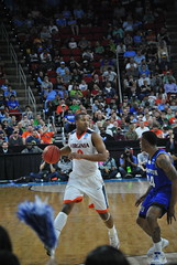 DEVON HALL (SneakinDeacon) Tags: basketball acc pirates tournament hampton ncaa uva wahoos cavaliers marchmadness hoos meac pncarena