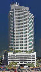 Fontainebleau II Tresor, 4401 Collins Avenue / Architect: Nichols Brosch Sandoval & Associates, Inc. / Completed: 2005 / Style: Modernism (Lago Tanganyika) Tags: miami highrise southflorida sunshinestate miamidadecounty nicholsbroschsandovalassociatesinc tresortower fontainebleauiiitresor fontainebleauiii 4401collinsavenue