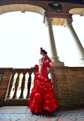 2397 (G de Tena) Tags: plaza sevilla cielo traje plazadeespaa arcos flamenca gitana volantes trajedegitana