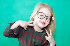 Carlota (Eduardo Valero Suardiaz) Tags: pink red baby verde green girl lazo glasses rosa tie lips blonde rubia labios gafas guapa beautifull carlota nila rojos