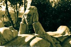 12 (traccediscatti) Tags: se statua tomba lachaise parigi pre marmo guardare volto stessi