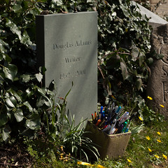 Douglas Adams' grave | East Cemetery | Highgate-7 (Paul Dykes) Tags: uk england london cemetery grave leaves doctorwho writer sciencefiction pens highgate gravestones thehitchhikersguidetothegalaxy douglasadams northlondon highgatecemetery penpot scripteditor highgateeastcemetery