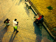 Capturing happiness (Luis Eduardo ) Tags: park people urban love bench couple panama photogrpher luismosquera