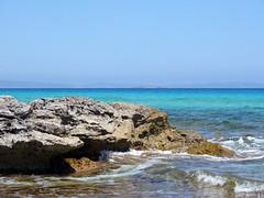 Formentera (arturo.gallia) Tags: sea summer mare estate roccia acqua celeste scogli baleari azzerro sembrafinto