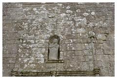 Chapelle Notre-Dame-de-Grce de Travrec - Brec'h (DavidB1977) Tags: france film statue nikon bretagne fujifilm morbihan f4 chapelle argentique superia200 brech notredamedegrce travrec