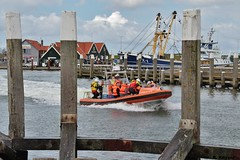 Cornelis Dito verlaat de haven (Romar Keijser) Tags: haven waddenzee boot texel dito cornelis knrm reddingsboot oudeschild reddingbootdag