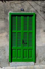 Puerta verde (phlpp.hrm) Tags: door house building verde green sunshine spain puerta mediterranean outdoor eingang entrance haus grn mallorca sonne tr spanien mediterran balearen balearicislands islasbaleares alcdia