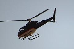 Gewerblicher Baustellen-Helikopter HB-ZKG donnert auf Augenhhe am selbsternannten Klimakurort Orselina vorbei. () Tags: schweiz tessin hubschrauber lrm helikopter orselina lebensqualitt fluglrm langensee lrmbelstigung locarnomonti brionesopraminusio klimakurort flugkorridor