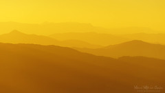 siluetas de montaas lejanas al atardecer (Mimadeo) Tags: red panorama orange mountain mountains landscape scenery warm pattern hill group scenic silhouettes away panoramic aerial valley repetition layer remote layers peaks transition sunrays range far distant slopes gradual