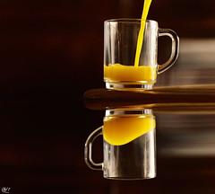 Juice Gravity (Otd 7 // Photography) Tags: wood morning orange reflection breakfast mirror jus pov juice creative indoor philosophy reflet gravity miroir pense bois petit rveil matin djeuner philosophie gravit