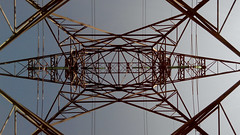 Pylne lectrique (Lionel Le Jeune Artiste) Tags: tower metal architecture iron perspective toureiffel fer edf pylone contreplonge pylne
