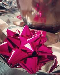 Un #pensiero per la #donna #amata solo per dirle #grazie di #esistere #doyoulikemyphoto #love #fiocco #regalo #graziediesistere❤️ (Cristian Ferronato) Tags: love donna regalo grazie fiocco pensiero amata esistere graziediesistere doyoulikemyphoto