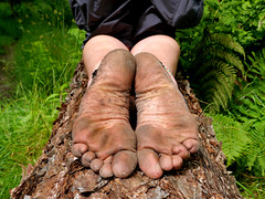 Tough woodland soles (Barefoot Adventurer) Tags: texture nature leather woodland toes natural hiking earth barefoot connected anklet barefooted earthing barfuss barefooting callouses strongfeet barefooter healthyfeet baresoles leathersoles toughsoles wrinkledsoles callousedsoles earthsoles livingleather naturalsoles stainedsoles ruggedsoles woodlandsoles earthstainedsoles