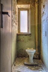 20151229-FD-flickr-0008.jpg (esbol) Tags: bathroom shower ceramics sink bad toilet toilette bathtub badewanne urinals pissoir keramik dusche waschbecken kloschssel kloset