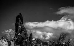 Cime Parmi les Cieux (Frdric Fossard) Tags: texture montagne alpes grain nuage paysage chamonix rocher alpinisme escalade aiguilledumidi hautesavoie aiguille granit piliersud massifdechamonix