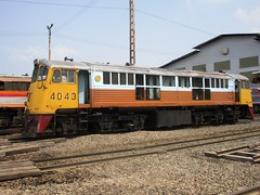 Bang Sue Depot, Thailand (Barang Shkoot) Tags: old electric train thailand nose general bangkok engine loco depot locomotive shovel ge gauge cummins bkk gek 1964 srt livery metre 4043 bangsue rotfai