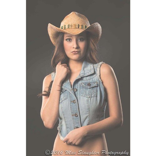Diamond is and looks like a normal and gorgeous country girl I think! #brunette #beauty #countrygirl #cowboyhat  #denim #striking #baremidriff #studio #nikon #d800