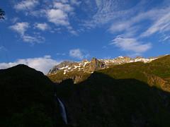 Widok na wodospad d'Oo i w górez Spijeoles