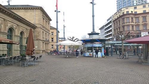 Vom Mainzer Hauptbahnhof aus nach links