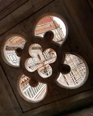 #Duomo #PiazzaDelDuomo #Firenze #Brunelleschi #Campanile #Giotto (Mek Vox) Tags: campanile firenze duomo brunelleschi giotto piazzadelduomo uploaded:by=flickstagram instagram:venue=72460 instagram:venuename=piazzadelduomo instagram:photo=11540085152386844897981272