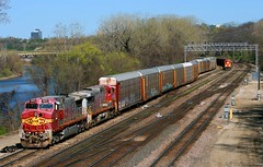 Fine Looking Transfer in KC (Jeff Carlson_82) Tags: railroad santafe argentine yard train d70 ns ks railway kansascity signal railfan bnsf norfolksouthern kansasriver atsf warbonnet burlingtonnorthernsantafe 642 kawriver c449w cp35