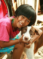 pretty girl with her dog (the foreign photographer - ) Tags: dog girl portraits canon thailand kiss pretty bangkok preteen khlong bangkhen thanon 400d
