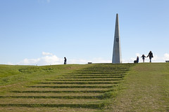 Big Red One monument, Omaha Beach, Colville-sur-Mer, Normandie, France (Thierry Hoppe) Tags: france beach monument grass infantry us 1st outdoor hill steps obelisk normandie normandy dday invasion debarquement omahabeach colvillesurmer bigredonemonument