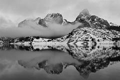 El reposo del guerrero (AvideCai) Tags: blancoynegro atardecer agua nieve paisaje bn nubes montaña niebla reflejos riaño