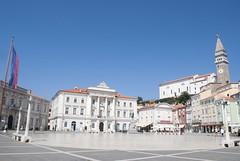 Pirano, piazza Tartini (Leonardo Santetti) Tags: venice sea italy white history leonardo piran istria pirano santetti leonardosantetti