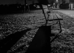 la panchina (conteluigi66) Tags: parco ombra luci notte luce lampione panchina vialetto luigiconte