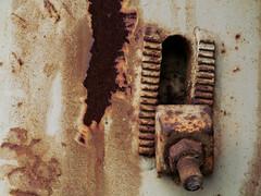 Eingera(o)stet (MKP-0508) Tags: rust junkyard scrapyard peelingpaint rost casse rouille schrott rustneversleeps schrottplatz wasteyard parcferraille bltterndefarbe