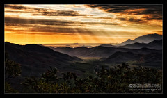 Mood of Caledonia (Passie13(Ines van Megen-Thijssen)) Tags: sunset mountains nature canon landscape zonsondergang mood sonnenuntergang plum berge bergen landschaft nouvellecaldonie newcaledonia sunbeams sud landschap yate neukaledonien tamron2470 nieuwcaledonie inesvanmegen inesvanmegenthijssen