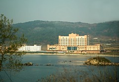 Sonbong Emperor Hotel & Casino (Frhtau) Tags: sea house building tourism beach architecture del asian hotel design coast construction scenery asia do view outdoor north culture korea du casino resort east korean architektur gebude nord norte core corea dprk   coria coreia nordkorea  buulding   rason   tourust     sieght sonbong choxin