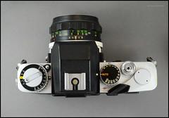 Minolta XE-5 on Display (04) (Hans Kerensky) Tags: camera slr 35mm lens japanese minolta display mc 55mm 1975 standard 117 xe5 rokkorpf