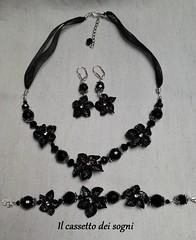 parure fiori neri (Il cassetto dei sogni) Tags: fiori collana bracciale orecchini artigianale parure pastadimais