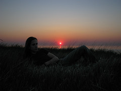 (Kelvin P. Coleman) Tags: canon powershot letréport tréport people homme portrait coucherdusoleil grass herbe englishchannel lamanche sea mer sky ciel evening soir contrejour horizon backlit backlight