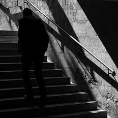 (art-light-project by Steven R.) Tags: street photography steve streetphotography streetlife architektur fujifilm steven stations streetphotos brgersteig einfarbig xe1 stevenr strasenfotografie xf1855mmf284 artlightproject