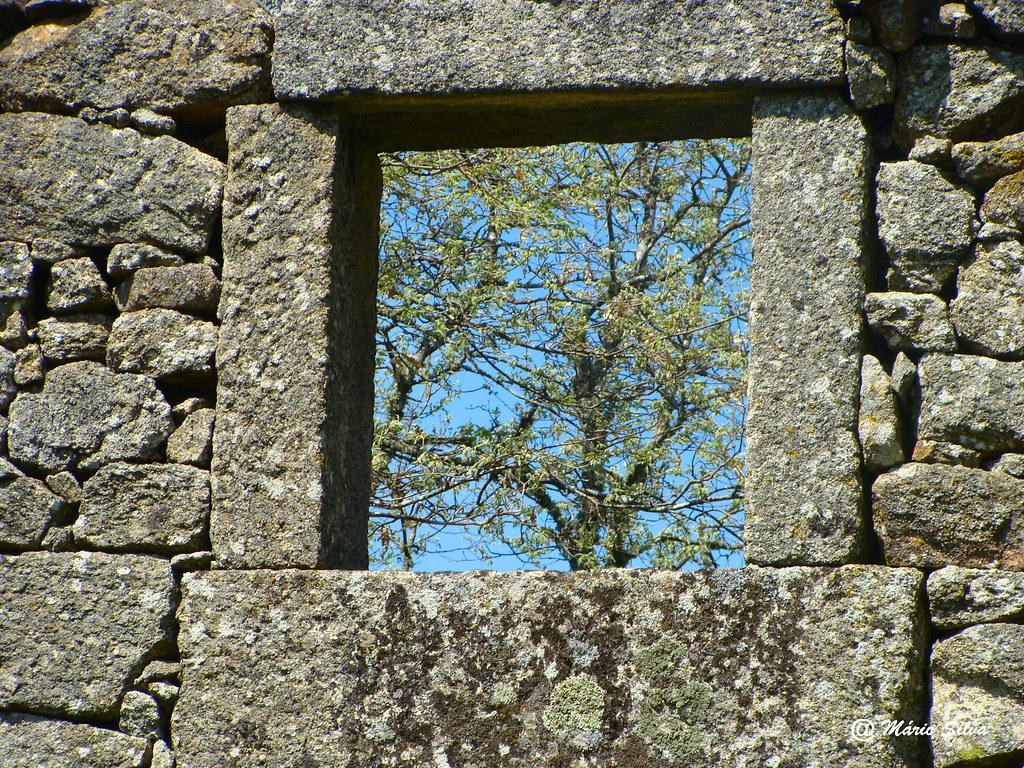 """Águas Frias (Chaves) - ... janela """"sempre"""" aberta ..."""