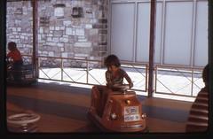 (Kaopai) Tags: auto kodak urlaub dia kinder 1975 1970s ferien kirmes fahren kindheit sauerland fahrgeschft urlaubsfoto kirmesbude 1970er farbdia