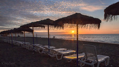 Amanece en la Carihuela (kinojam) Tags: sun sol beach sunrise canon sand kino alba playa arena amanecer granada sombrilla mediterrneo hamacas canon6d kinojam torrelmolinos