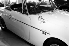 (barquadrifoglio) Tags: bw car f4 foma fomapan100 nikkor50mm14