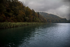 Plitvice national park, Croatia (pas le matin) Tags: world voyage travel lake water canon landscape nationalpark still europa europe outdoor lac croatia 7d serene riverbank paysage watercourse croatie plitvice plitvicka plitvika plitvickajezera hrvastka canoneos7d canon7d