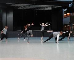 Tänään on kansainvälinen tanssin päivä! Sen kunniaksi päivänavauksessa tanssitaan klo 9.45. Viime hetken treenit menossa. #vaskivuori #tanssilukio #vaskis