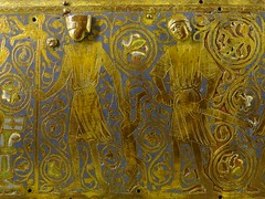 ca. 1220-1240 - 'reliquary casket with scenes of the Life of the Virgin and the Infancy of Christ', Limoges, Muse de Cluny, Paris, France (roelipilami) Tags: life paris museum de los shrine christ mail maria massacre jesus great casket muse virgin age sword shoulders bethlehem cluny helm vie leven coif chasse 1225 innocents 1220 1230 jeugd reliquary infancy inocentes enfance matanza hauberk 1235 vierge moyen 1240 upstanding cotte reliekschrijn heaume chsse surcoat mailles kindermoord kindermord reliquienschrein surcotte wapenrok wappenrock barnemordet reliekkist